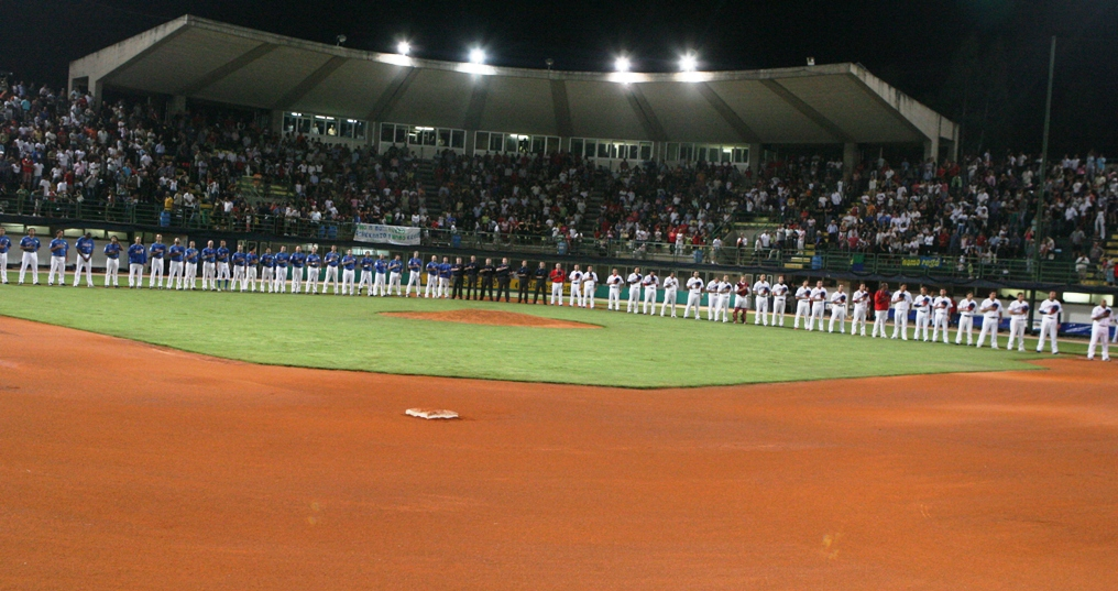 Ballpark in Nettuno filled during the Italian Series 2008