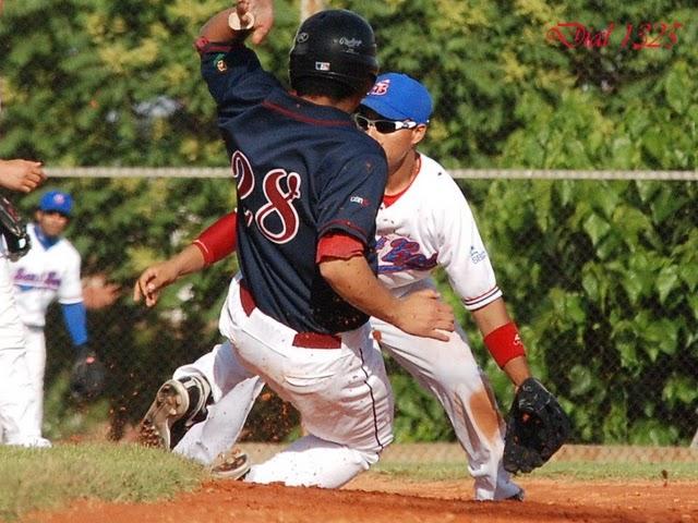 Baseball Navarra won one of two in Sant Boi