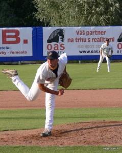 Gary Kahn pitching
