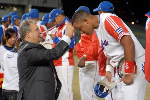 IBAF President Riccardo Fraccari hands out the medals to Cuba after their 11th ICC Title